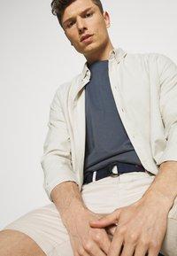 Tommy Hilfiger - BROOKLYN LIGHT - Shorts - classic beige - 4