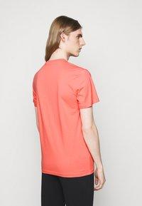 MOSCHINO - Print T-shirt - pink - 2