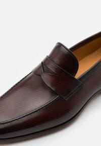 Magnanni - Scarpe senza lacci - caoba - 5