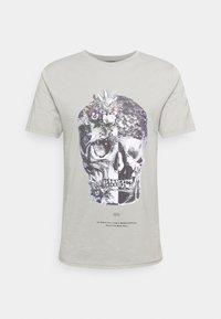 SKULL TEE - Print T-shirt - grey