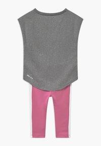 Nike Sportswear - SET - Leggings - Trousers - magic flamingo - 1