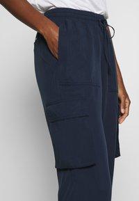 TOM TAILOR DENIM - SOFT UTILITY TRACK PANTS - Broek - real navy blue - 3
