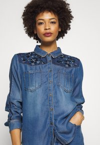 Desigual - CAM FLOWINGS - Blouse - denim medium wash - 4