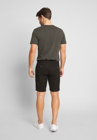 Lyle & Scott - Shorts - jet black - 0