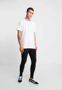 Brave Soul - STOBART - T-shirts med print - optic white/rich navy - 1