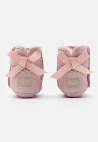 UGG - JESSE BOW II SHIMMER - First shoes - pink cloud - 2