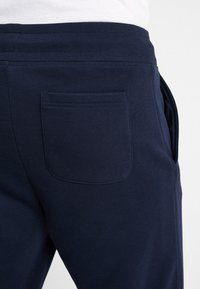 GANT - THE ORIGINAL PANT - Tracksuit bottoms - evening blue - 3