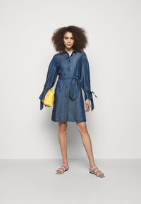Emporio Armani - Sukienka jeansowa - denim blue - 1