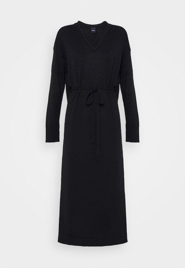 CALAMAI - Vestido de punto - schwarz