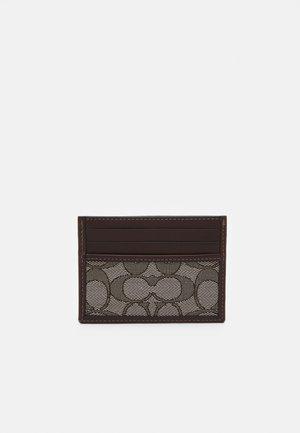 REFINED CARD CASE IN SIGNATURE UNISEX - Wallet - oak