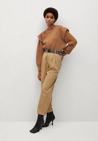 Mango - RELAX - Pantalon classique - sand - 1
