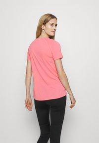 Puma - RAGLAN TEE - T-Shirt print - bubblegum - 2
