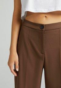 Bershka - Kalhoty - brown - 3