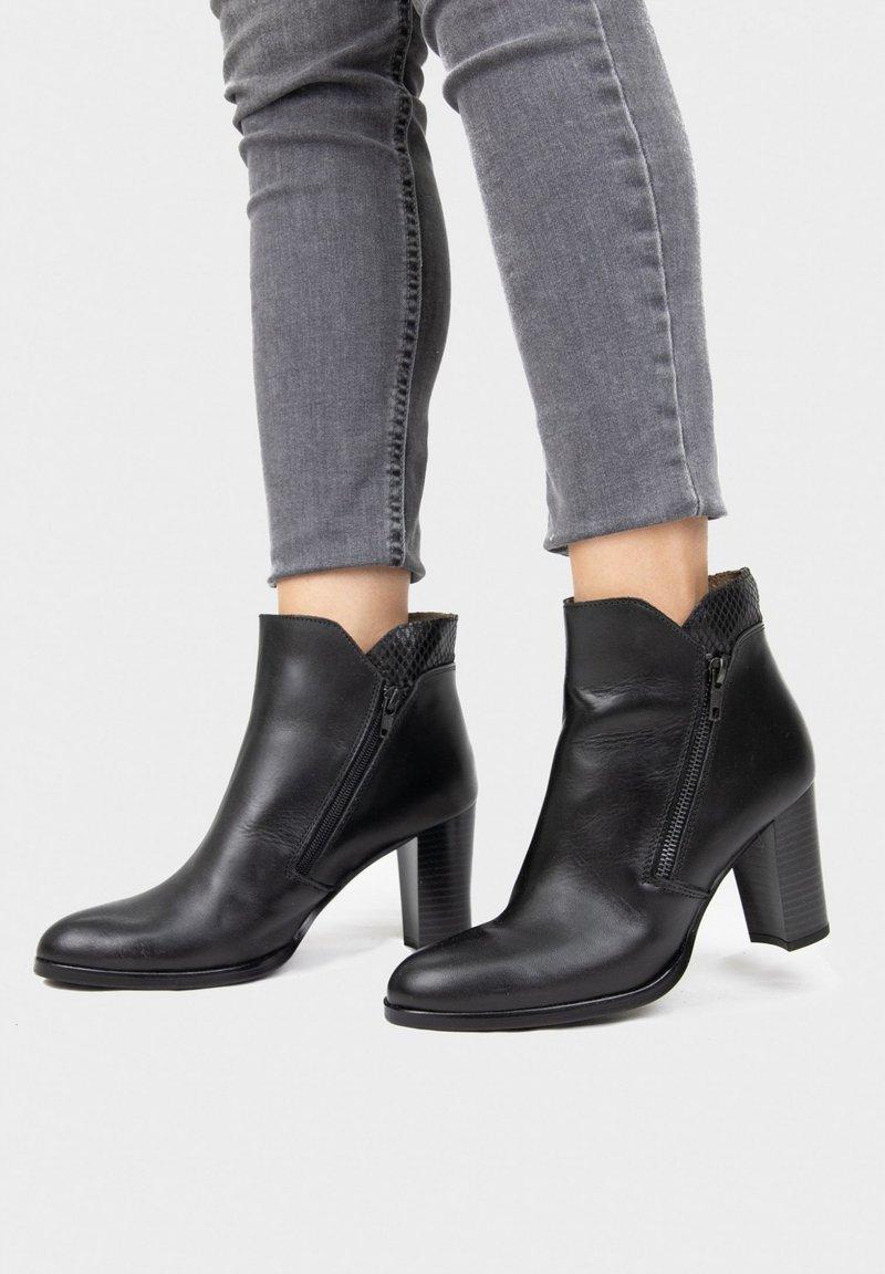 Eva Lopez - Ankle boots - black