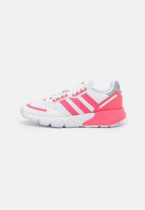 ZX 1K BOOST UNISEX - Sneaker low - footwear white/hazy rose/halo silver