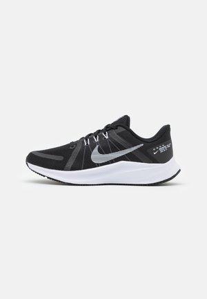 QUEST 4 - Chaussures de running neutres - black/white/dark smoke grey