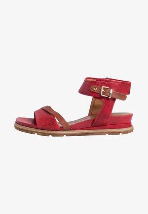 Sandalen met sleehak - scarlet nut