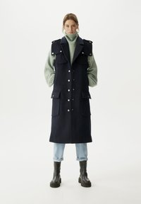 Gestuz - PHEBOGZ - Waistcoat - sky captain - 3
