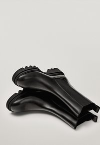 Massimo Dutti - PROFILSOHLE - Boots à talons - black - 2