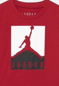 Jordan - AIR ELEMENTS SET UNISEX - Print T-shirt - black - 3
