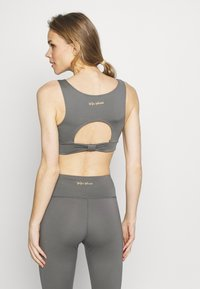 Wolf & Whistle - PERFORMANCE  - Top - grey - 2