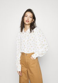 Monki - NALA BLOUSE - Button-down blouse - white light - 0