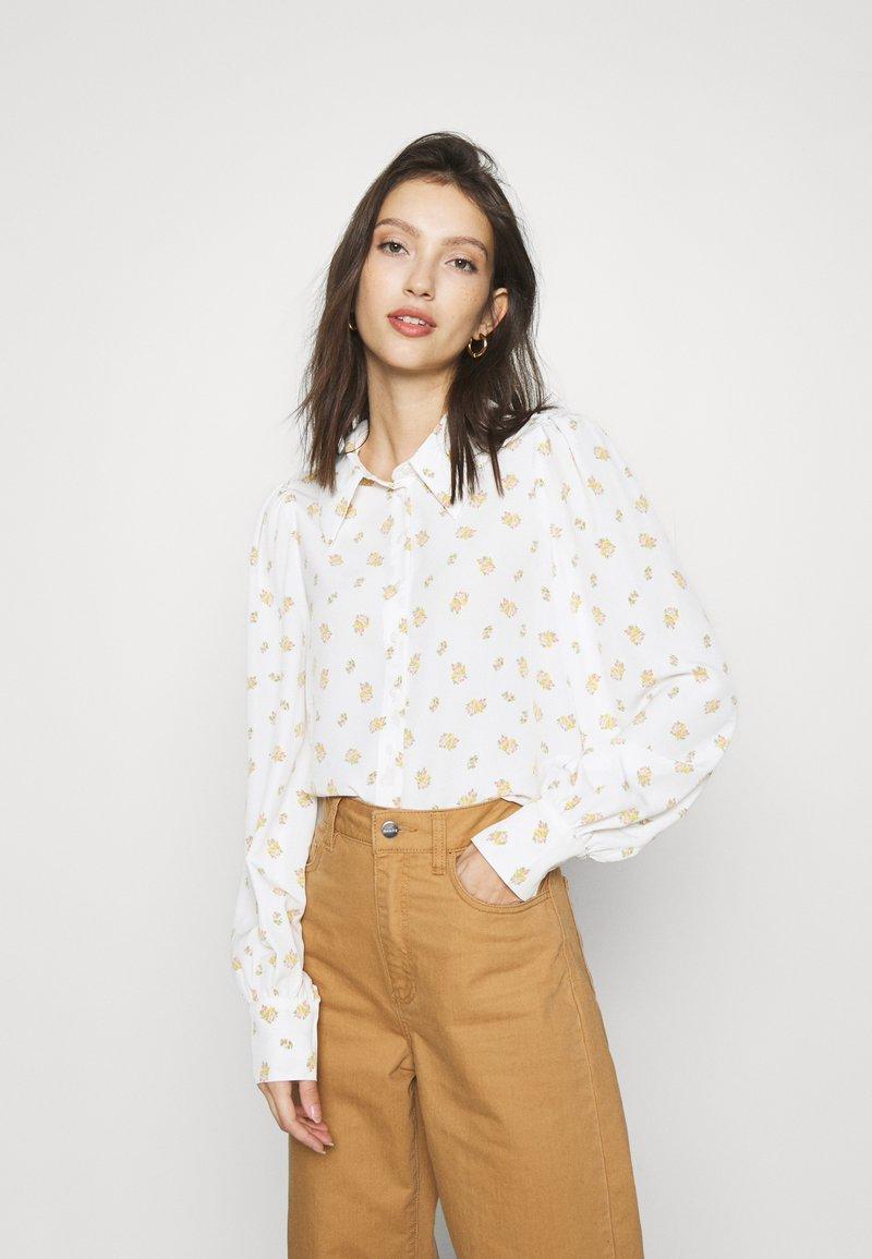 Monki - NALA BLOUSE - Button-down blouse - white light