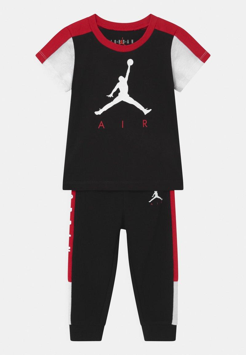 Jordan - AIR TRANSITIONAL SET UNISEX - T-shirt imprimé - black