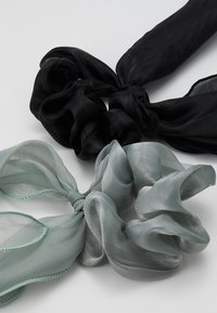 Pieces - PCJISA BOW SCRUNCHIE 2 PACK  - Hair Styling Accessory - black/feldspar - 2