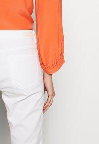 Opus - ELMA 7/8 GLITTER - Jeansy Skinny Fit - white - 3