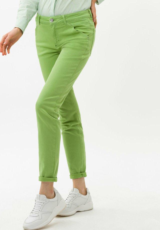 SHAKIRA - Slim fit jeans - clean light greem