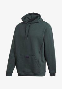 adidas Originals - R.Y.V. HOODIE - Jersey con capucha - green - 8