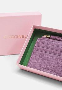 Coccinelle - TASSEL - Wallet - mauve - 3