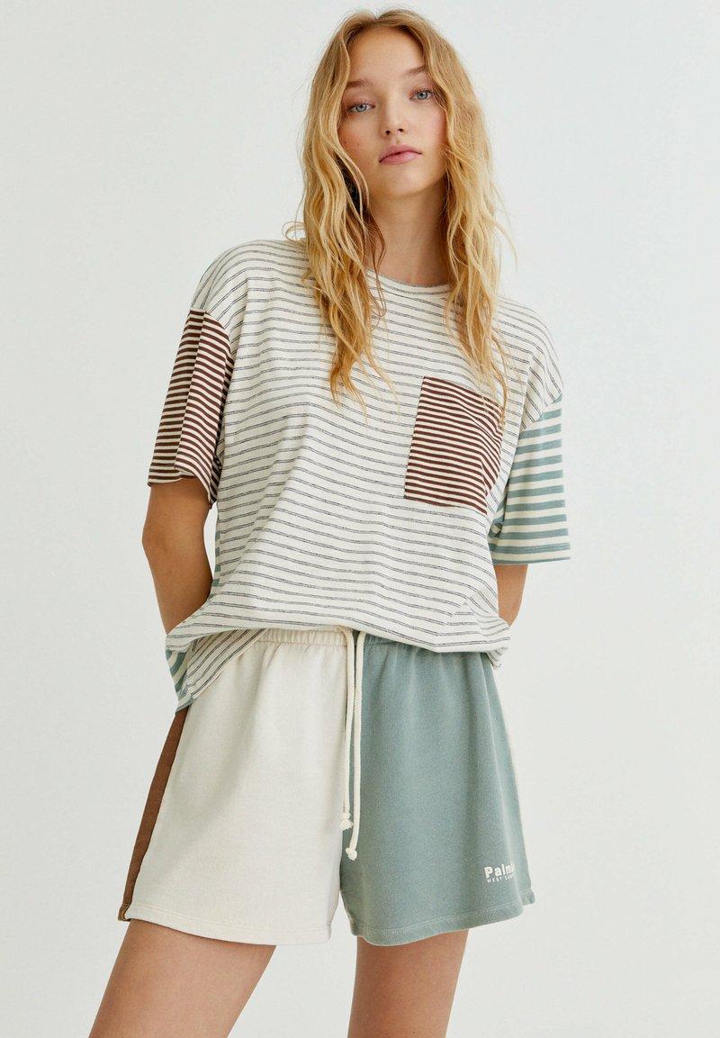 PULL&BEAR - MIT COLOUR-BLOCK - Shorts - white