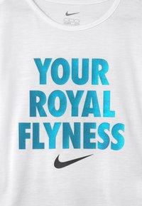 Nike Sportswear - LIL BUGS BUTTERFLY SET - T-shirt z nadrukiem - black - 3