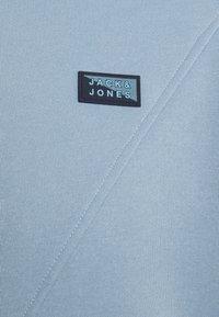 Jack & Jones - JCOPONN - Luvtröja - dusty blue - 2