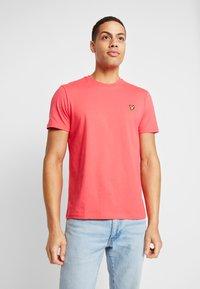 Lyle & Scott - T-shirt - bas - geranium pink - 0