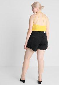 Glamorous Curve - GLAMOROUS CURVE - Shorts di jeans - black - 2