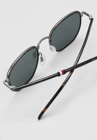Tommy Hilfiger - Solbriller - brown - 4