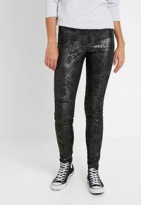 Vero Moda Tall - VMDESTROY SNAKE LEG - Leggings - black - 0