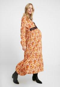 MAMALICIOUS - MLFLORAL DRESS - Vestido largo - sesame - 2