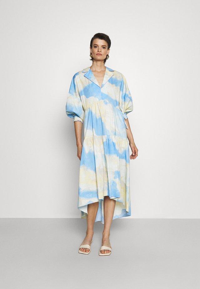HEATHER DRESS - Długa sukienka - cloud/sky blue
