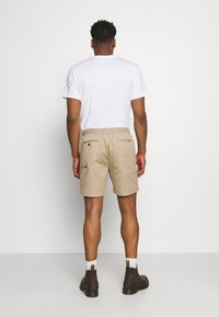 Nike SB - PULL ON UNISEX - Shorts - khaki - 2