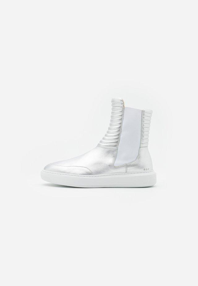 COSMOS MISSION CHELSEA - Kotníkové boty - silver