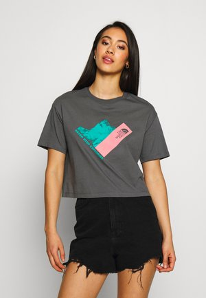 MOUNTAIN CROP TEE - Print T-shirt - vanadis grey-mauveglow-jaiden green