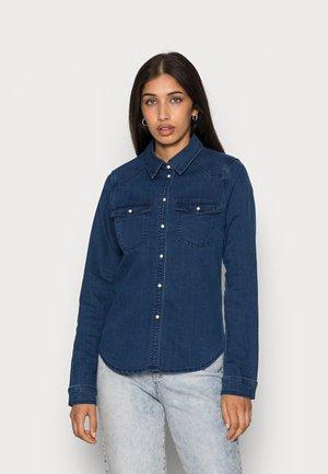 VMLEA SLIM - Button-down blouse - dark blue denim