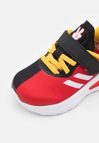 adidas Performance - FORTARUN MICKEY UNISEX - Obuwie do biegania treningowe - core black/footwear white/vivid red - 5