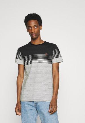 MANNING - T-shirt med print - black
