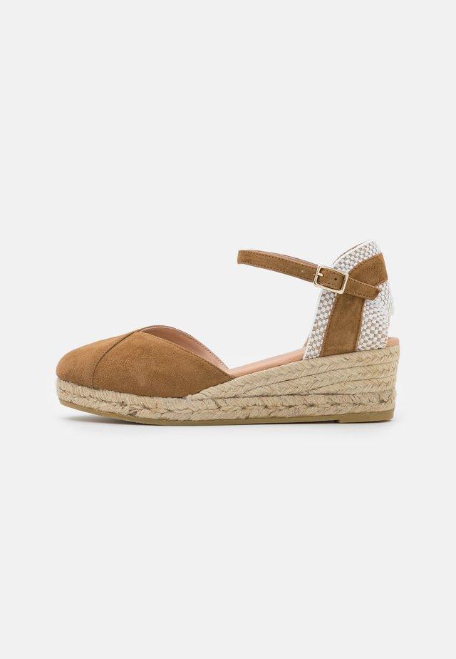 COPITA - Sandály na platformě - camel