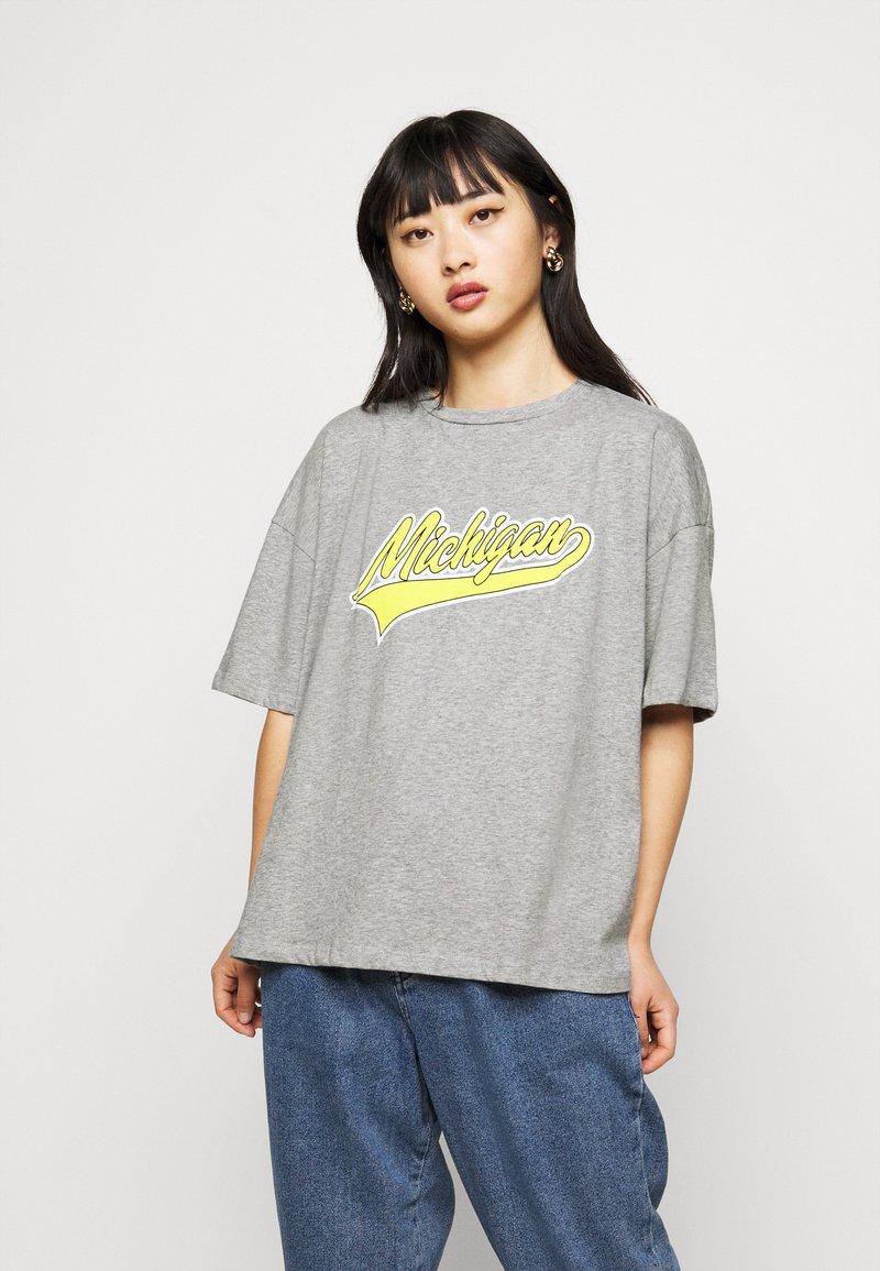 Missguided Petite - MICHIGAN DROP SHOULDER - Print T-shirt - grey marl